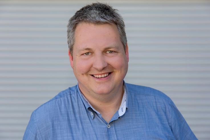 Erik Seewald | Fachberater Kunststoff-Fenster, Aluminiumfenster, Holzfenster, Sonnenschutz | Tischlermeister | T:  49 221 8895-23 | Mail: es@wallburger.de