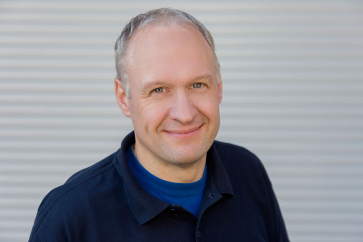 Jürgen Krautscheid | Betreuung Wiederverkäufer Kunststoff-Fenster | Tischlermeister | T:  49 221 8895-47 | Mail: jk@wallburger.de