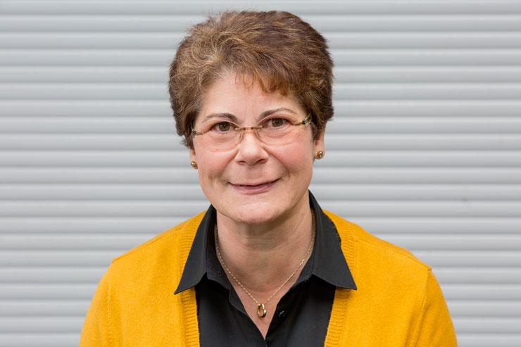 Roswitha Wilberg | Sekretariat | Bürokauffrau | T:  49 221 8895-25 | Mail: rw@wallburger.de