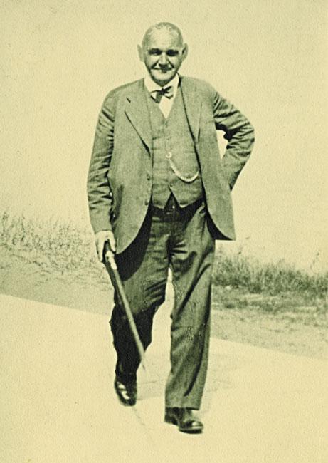 1922: Schreinermeister Reinhold Wallburger
