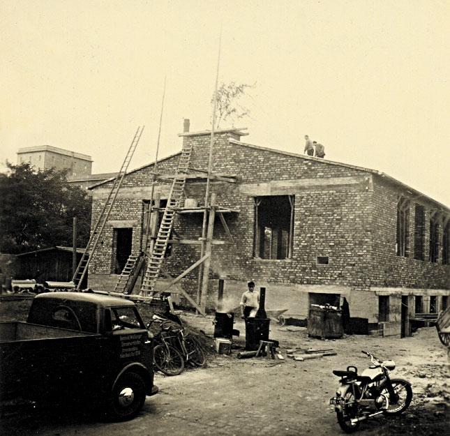 1952: Errichtung eines neuen Gebäudes in der Siegburger Straße 225