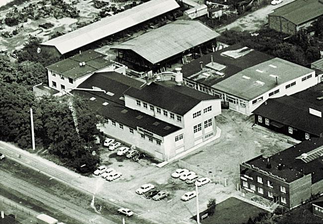 1966: Bezug des neuen Gebäudes in der Siegburger Straße 225